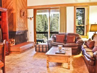 2 Bedrooms | 6 mi from Lake | Wifi | Great Deck, Truckee