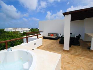HIRA PH2 Luxury TAO Inspired 2Bdrm/2bth Penthouse with Jetted Tub, Akumal