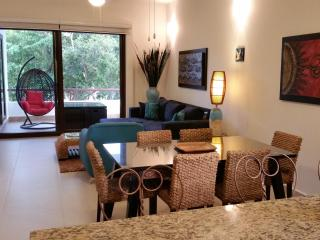 Executive Tropical 2BDRM - Lovely View of Pool, Akumal