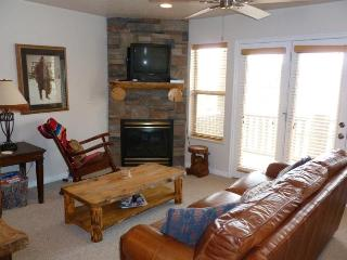 Deluxe 3 BR condo with a rear walkout directly to the hot tub, Eden