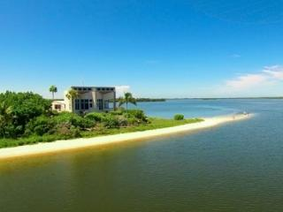 The Bay House - Spectacular VIews!!  Your Own Private Beach!!  NEW TO THE MARKET!!!, Isla de Sanibel