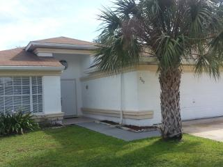 BUENA VENTURA LAKES (263HS) - 3BR 2BA well maintained Pool Home, Kissimmee