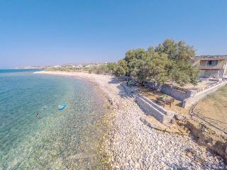 Holiday Villa,beach a few meters from the terrace, Stavromenos