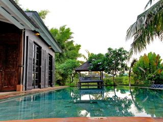 Spacious, High Standing Villa with rice field view, Seminyak