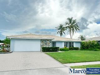 Waterfront home with hot tub and direct access to the Marco River, Marco Island