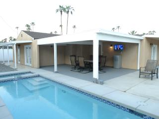 Beautiful 4B/3.5 Warm Sands Paradise W/POOL & SPA, Palm Springs