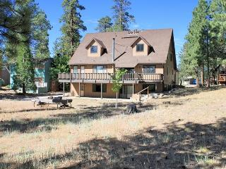 Kammrad Lodge - Walk to Lake & Marina! Pool Table!, Big Bear Lake