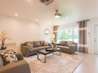 Grey Stone Manor: Remodeled.  High End Finish., Oakland Park