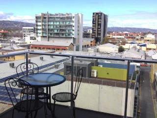 Penthouse East-End, 2 BRM, Free Car Park, Adelaide