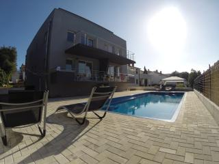 HOUSE BARBARA WITH GREAT POOL - APARTMENT A1, Banjole