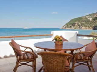 Takis Sophie, Apartment across the sea with pool ., Skopelos Town