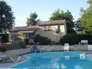 Holiday Cottage, 3 bedrooms, Wifi, Pool & Garden, Fumel