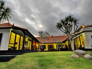 Gorgeous 4BR Villa 400m to Indian Ocean, Canggu