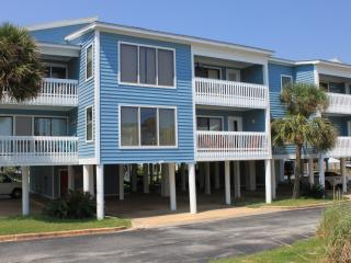 Gulf View! Steps from Beach! Lagoon side!, Gulf Shores