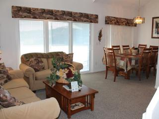 3 Bedroom 3 Bath 2 Living Room Private Deck Units - 1211, Indian Point