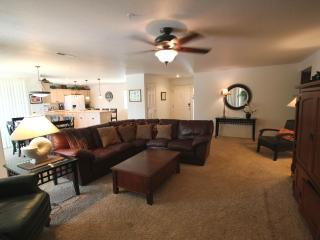 Magnificent Spacious Condo w/ Modern Furnishings, Saint George