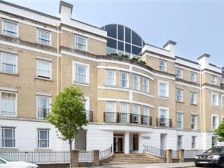 2 bedroom apartment close to Victoria Station, London