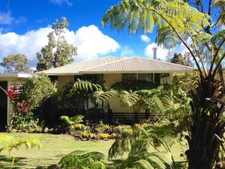 Quaint country home in Volcano near HVNP