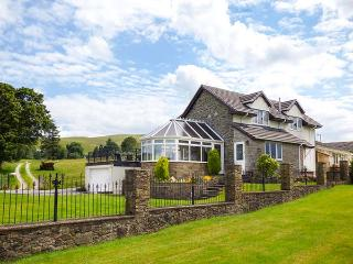 TRE GARREG, pets welcome, en-suites throughout, pool table, WiFi, woodburner, great base near Rhayader, Ref. 926990