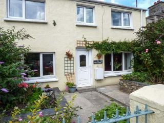 THE ROSE COTTAGE, enclosed rear and front gardens, pet-friendly, Tenby