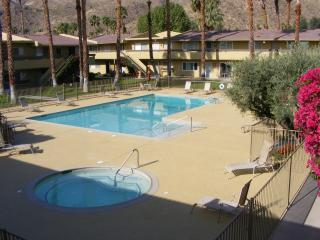 Beautiful Quiet Luxury Corner Unit With Views, Palm Springs