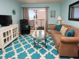 2/2 Bright & Beachy and Just Renovated - Looks Down the Beach and at the Ocean., Myrtle Beach