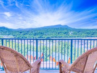 January Special from $99! Luxury 2BR Condo with View & Indoor Pool., Pigeon Forge