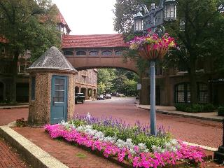 Upscale Private Community 15 minutes to Manhattan, Forest Hills