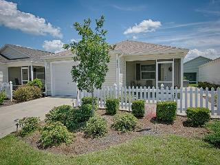 Beautiful patio villa with complimentary use of golf cart near Brownwood, The Villages