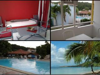 Your Condo in residence with pool on the R, Sainte-Anne