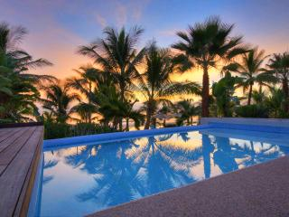 Resort Villa on beach with private pool & staff, Punta de Mita