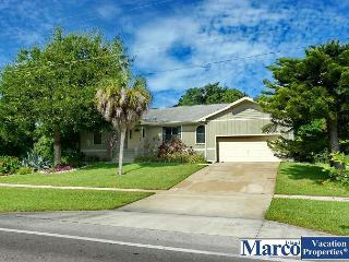 Picturesque house w/ heated pool & short walk to Tigertail Beach, Marco Island