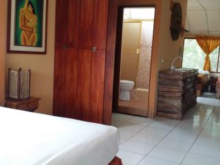 PUERTO LOPEZ BEACH FRONT APARTMENT w POOL, Puerto Lopez