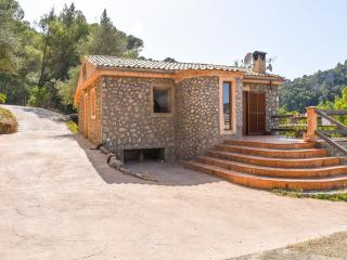 Charming house in the woods with private pool, Puigpunyent