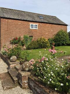 THE ANNEX - EDEN HOUSE, studio accommodation, private patio, off road parking, walks in the area, near Penrith, Ref.925449