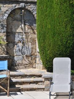 quality features, e.g. the dry stone hot water pool shower