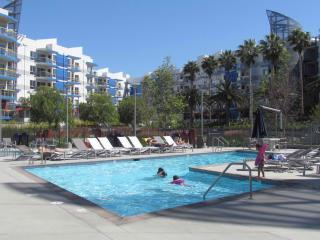 Walk to the Beach resort style up to 6 people, Marina del Rey