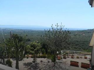 APARTMENT NEAR THERMAL BATHS WITH BEAUTIFUL VIEW, Lamezia Terme