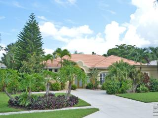 Completely remodeled home within walking distance to the beach!, Naples