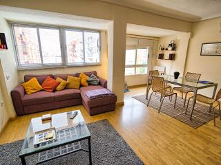 Platero 90m2 2 bedroom modern flat On St parking., Valencia