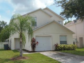 Spacious 5 Bed Pool Home in Gated Community, Kissimmee