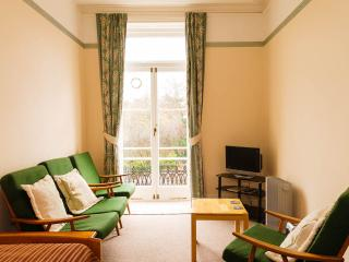 Welcoming First Floor Victorian Flat with Balcony, Minehead