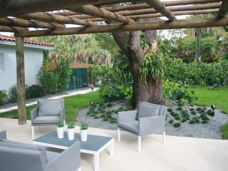 JUST REMODELED COZY N. GROVE HOME, Miami