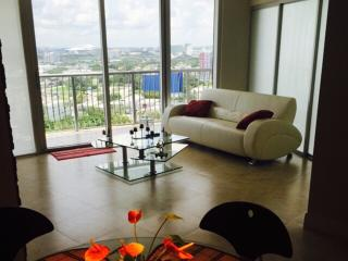 By Gvaldi  - Luxury Condo 2/2 on a 23rd Floor, Miami