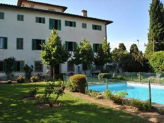 Tuscany: Gracious and Aristocratic Renaissance Villa near Florence, Barberino Di Mugello