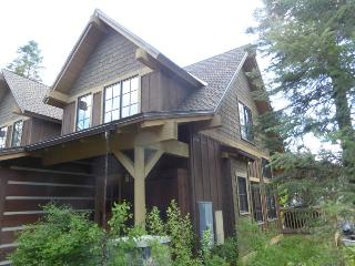 Lovely home with hot tub fully equipped for your vacation in the mountains., Donnelly