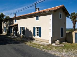 B&B in scenic French country house. Rural retreat, Penne d'Agenais