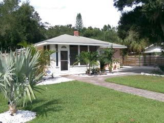 Romantic Shabby Chic Cottage Nest for 2, Palmetto