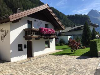 'HausOfelia'cozy and fully equipped in Längenfeld, Otztal