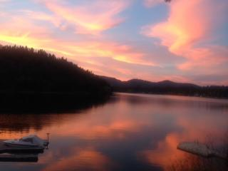 Heaven on the Lake - Queen Bed Suite - Near CDA, Rathdrum